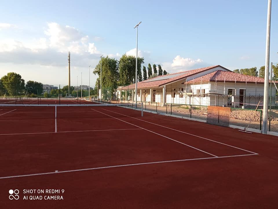 TENNIS SERVICE: consegne di nuovi campi da gioco