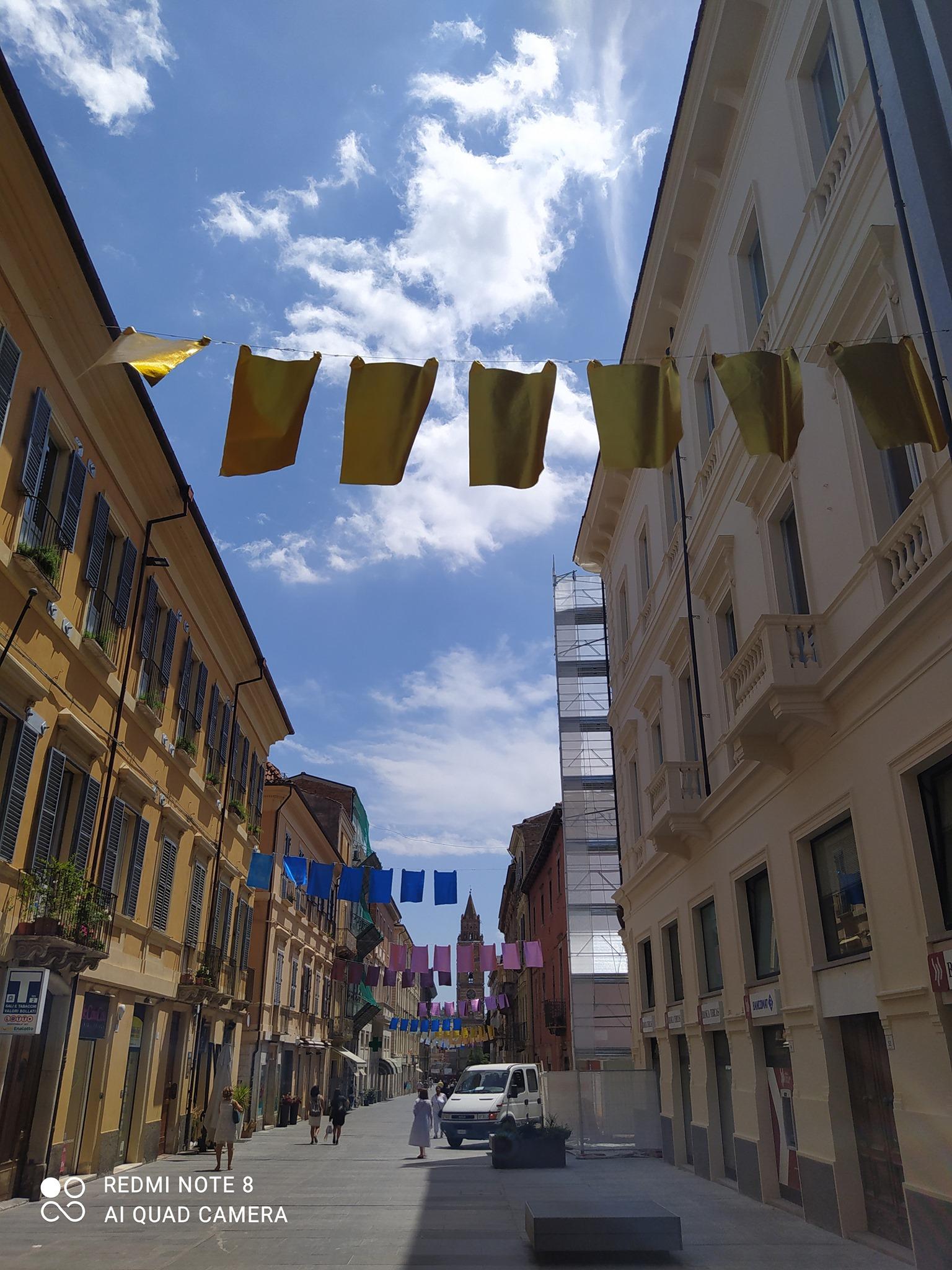 """""""Panni"""" a Teramo, ombrellini a Giulianova: la minoranza accende la polemica FOTO"""