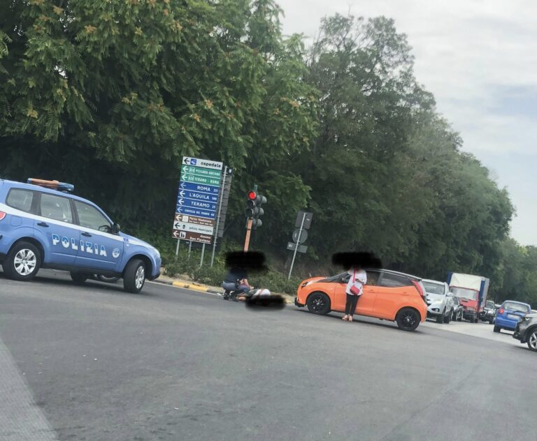 Giulianova, incidente tra auto e scooter: grave un uomo FOTO