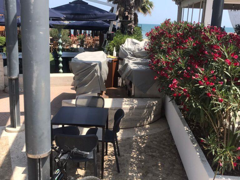 Pescara, piazza Le Laudi: pronto l'esposto contro l'accesso alla spiaggia chiuso