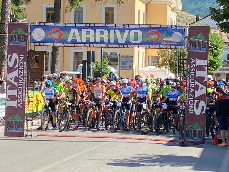Mountain bike, 251 atleti in festa alla Granfondo del Parco Nazionale d'Abruzzo
