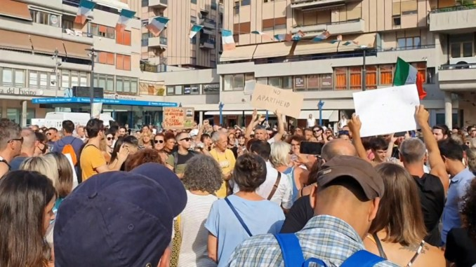 Pescara, manifestazione contro il Green Pass: denunciati gli organizzatori