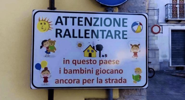 Montorio, cartelli ad indicare i bambini giocare per strada: la mozione