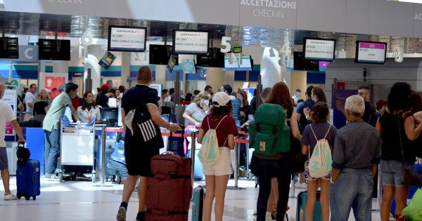 Variante Delta, aumentano i contagi. Salgono le preoccupazioni per i viaggi all'estero