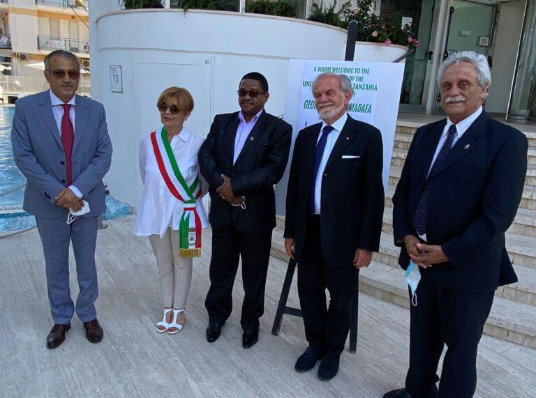 Alba Adriatica, domani la consegna delle Bandiere Verdi: ricevuto l'ambasciatore della Tanzania FOTO
