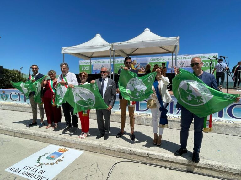 """Spiagge a misura di bambino: Alba Adriatica """"celebra"""" 148 località con la Bandiera Verde FOTO"""