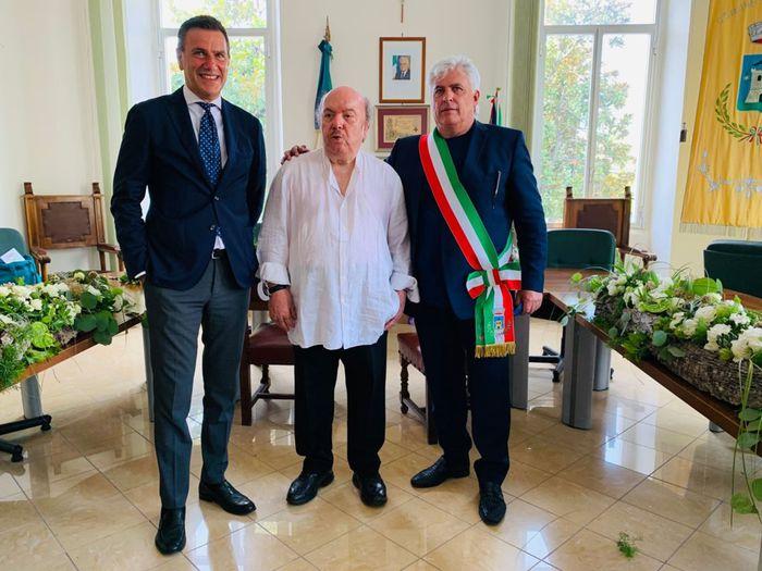 "Bolognano, cittadinanza onoraria a Lino Banfi: ""Abruzzo incantevole"""