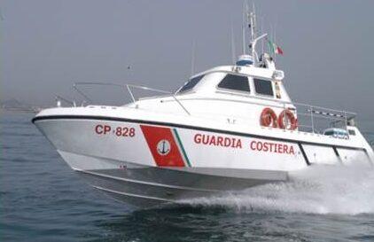 Pescara: 2 bagnanti salvati dalla Guardia Costiera