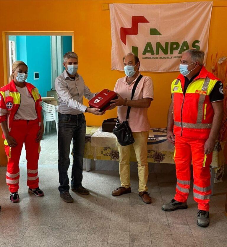 Alba Adriatica, donato un defibrillatore semi-automatico alla Croce Bianca