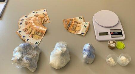 Cappelle: 1 chilo di droga sepolta accanto a casa di un giovane pusher