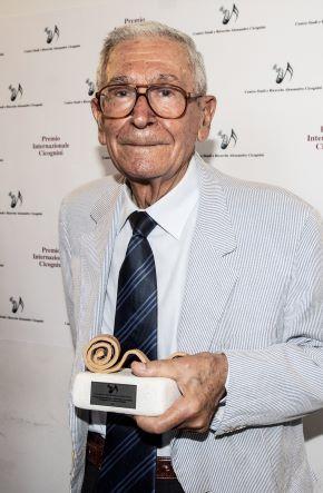 Il maestro Federico Savina riceve il Premio Cicognini speciale per la sua straordinaria carriera