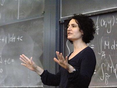 """""""Remiamo insieme contro la violenza sulle donne"""": la testimonial è la matematica Gigliola Staffilani"""