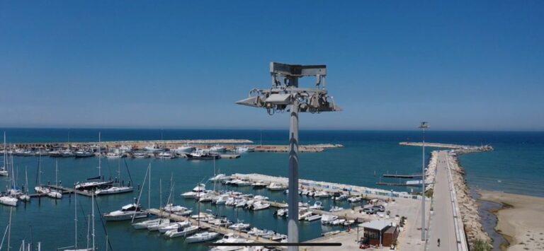 Giulianova, interdetto le zone a ridosso delle torri faro del porto: criticità ai basamenti FOTO