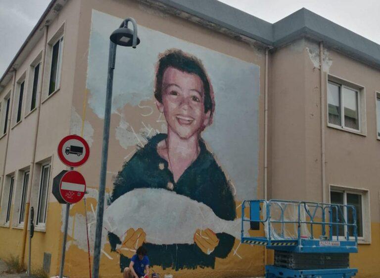 Tortoreto, un murale sulla facciata esterna della scuola FOTO