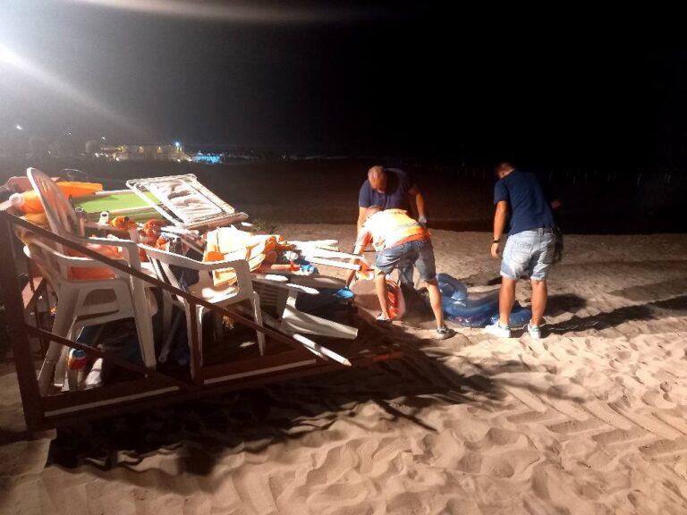 Martinsicuro, spiagge libere: maxi-rimozione di ombrelloni e sdraio
