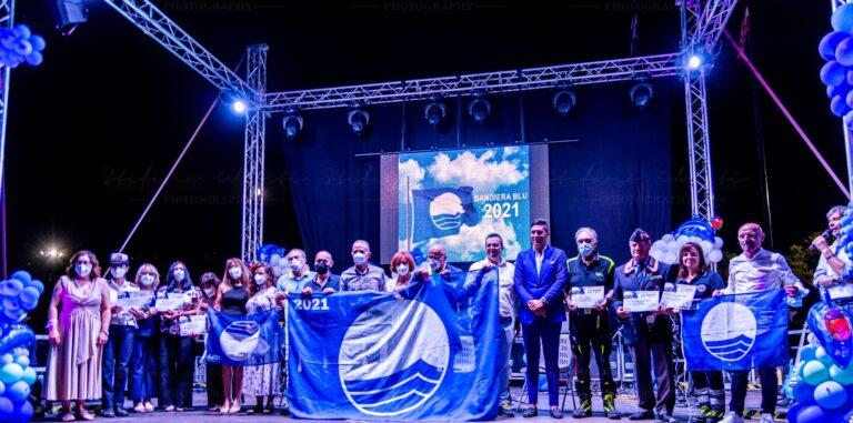 Tortoreto in festa per la Bandiera Blu numero 25. Premi per i fondatori di 4 chalet storici FOTO