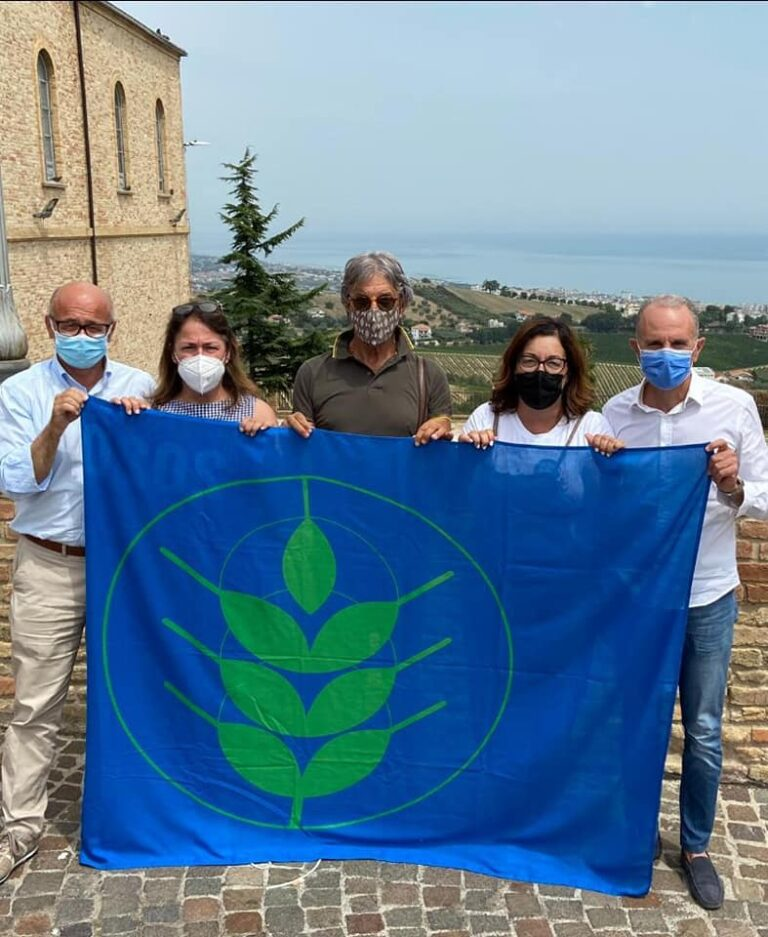 Tortoreto, sviluppo rurale sostenibile: il Comune ottiene la bandiera Spighe Verdi