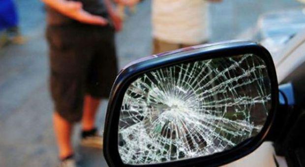 Martinsicuro, truffa dello specchietto: giovane fermato dai carabinieri