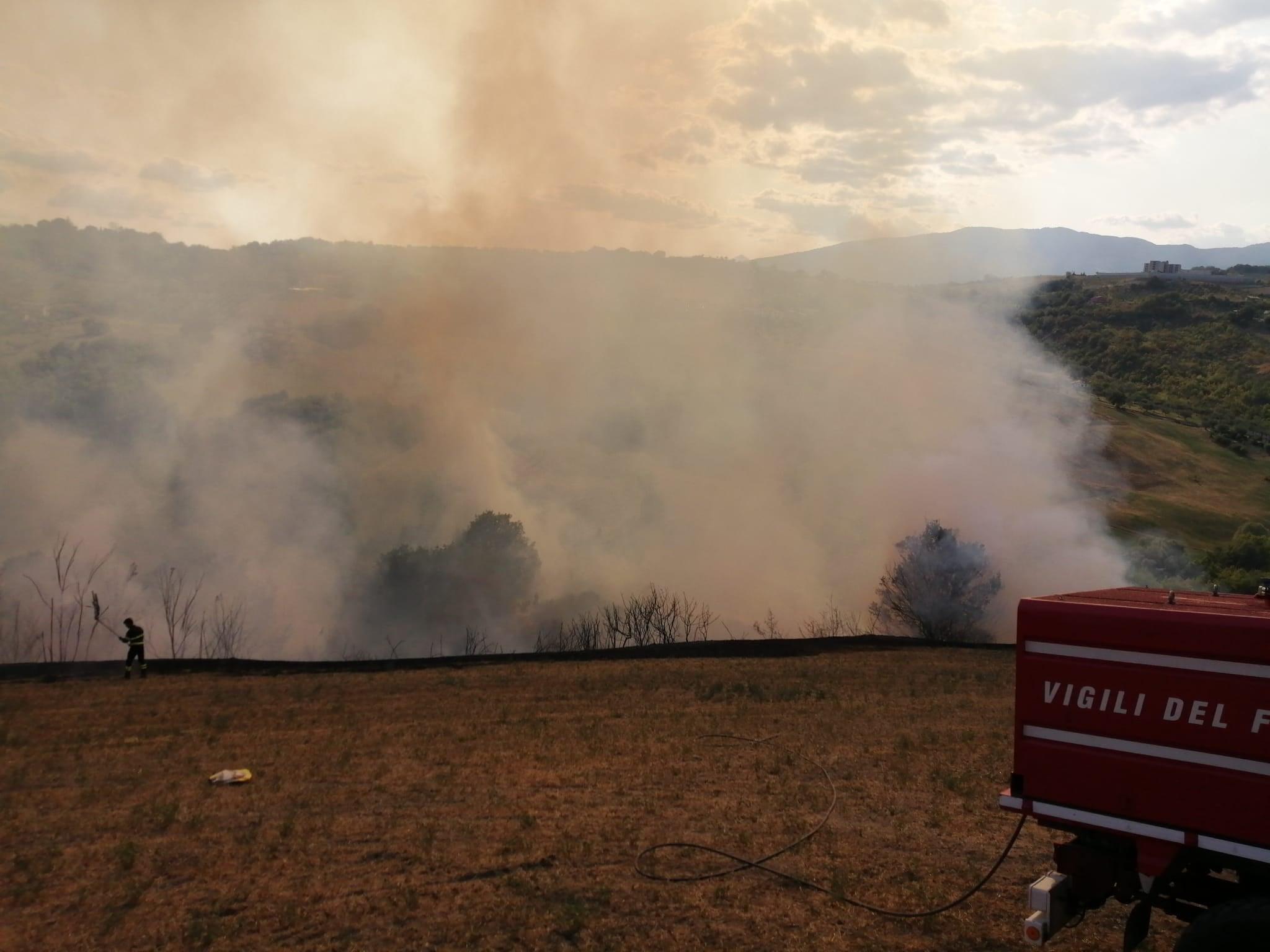 Ancora fiamme a Teramo, brucia Colleminuccio FOTO VIDEO