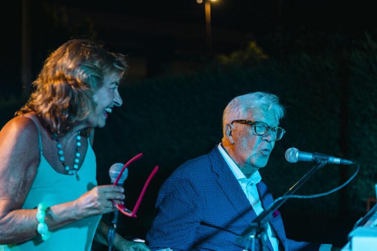 Tortoreto, alla festa di compleanno Peppino di Capri suona il piano e canta i suoi successi FOTO