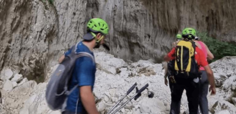 Precipita per dieci metri lungo una scarpata sul Corno Grande, escursionista salvato