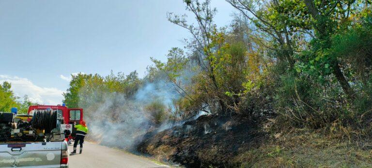 Vari incendi in provincia di Teramo: caldo e vento favoriscono i roghi