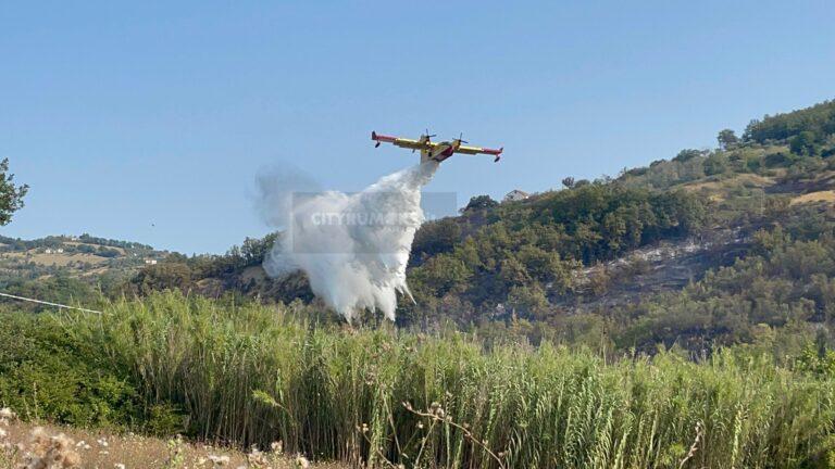 """Incendi a Teramo, Cavallari: """"Non solo piromani, basta una distrazione"""". Fiamme anche a Spiano FOTO VIDEO"""