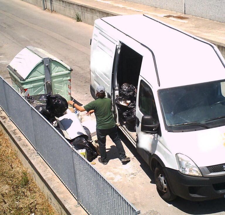 Montesilvano, abbandono rifiuti: multe per 23mila euro con le fototrappole