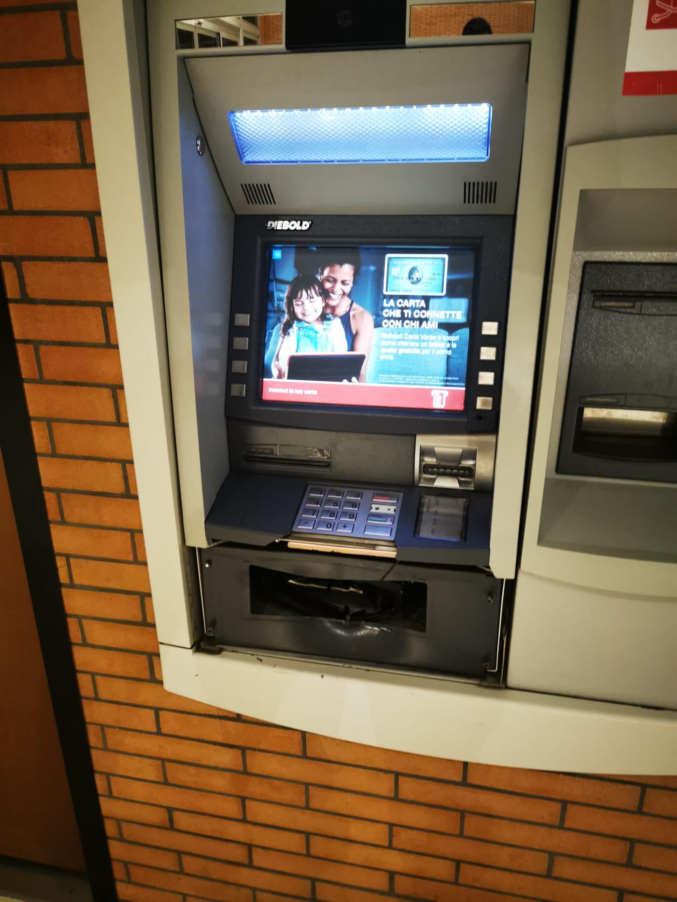 Villa Rosa, spaccata al centro La Torre: fallisce l'assalto al bancomat FOTO