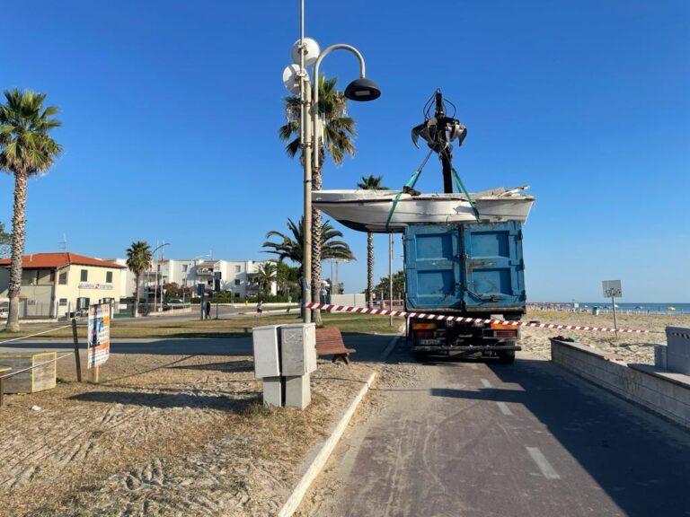 Tortoreto, terminata la rimozione delle vecchie imbarcazioni sulla spiaggia