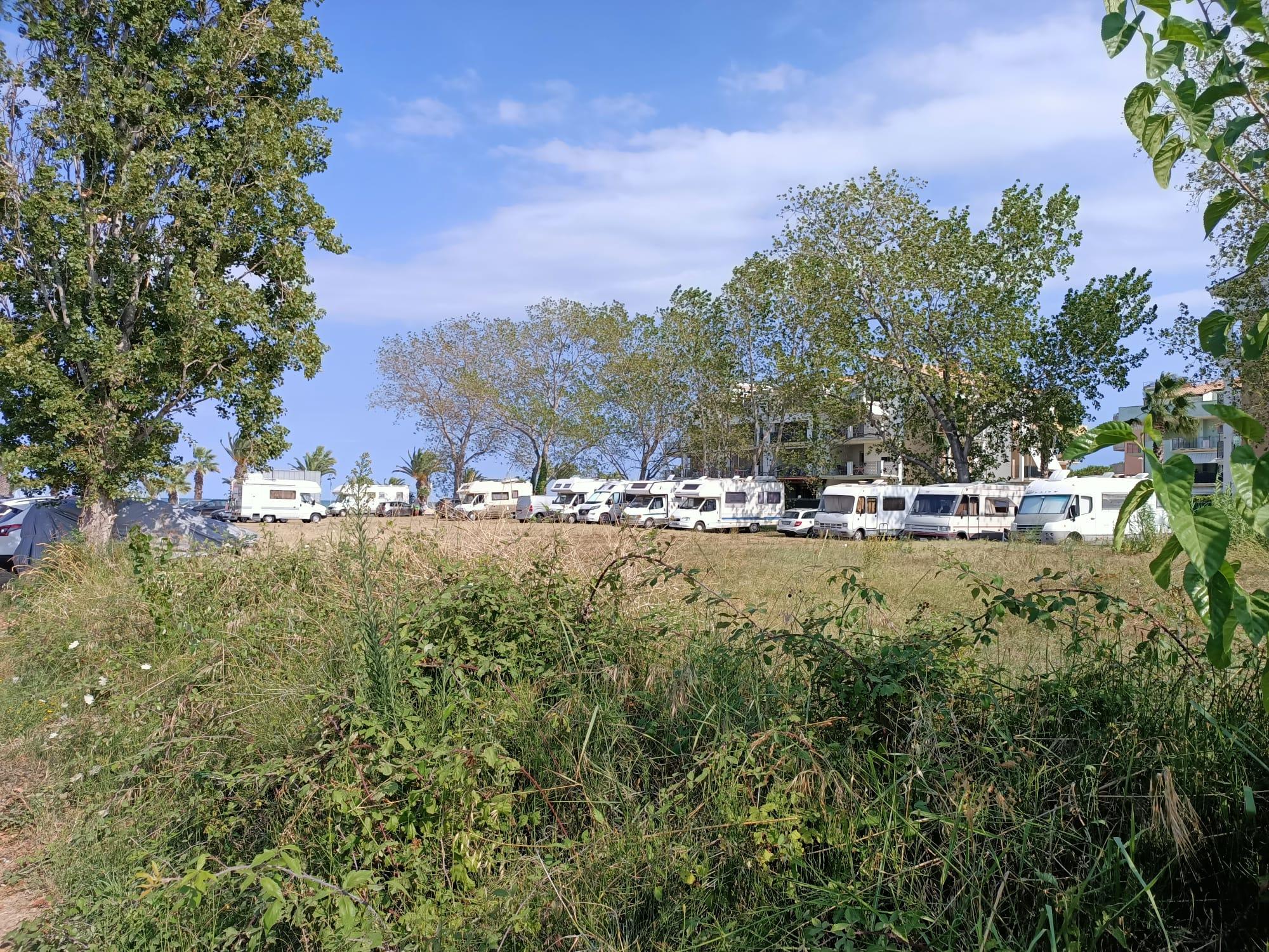 Tortoreto, area camper non c'è, ma la sosta avviene in zone non adatte. La polemica