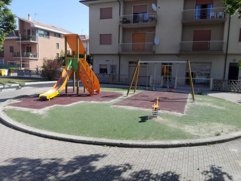 Pineto, manutenzione quasi completata ai parchi gioco comunali FOTO