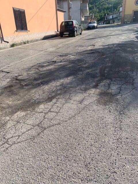 Campli, provinciale di Roiano: la strada in abbandono FOTO