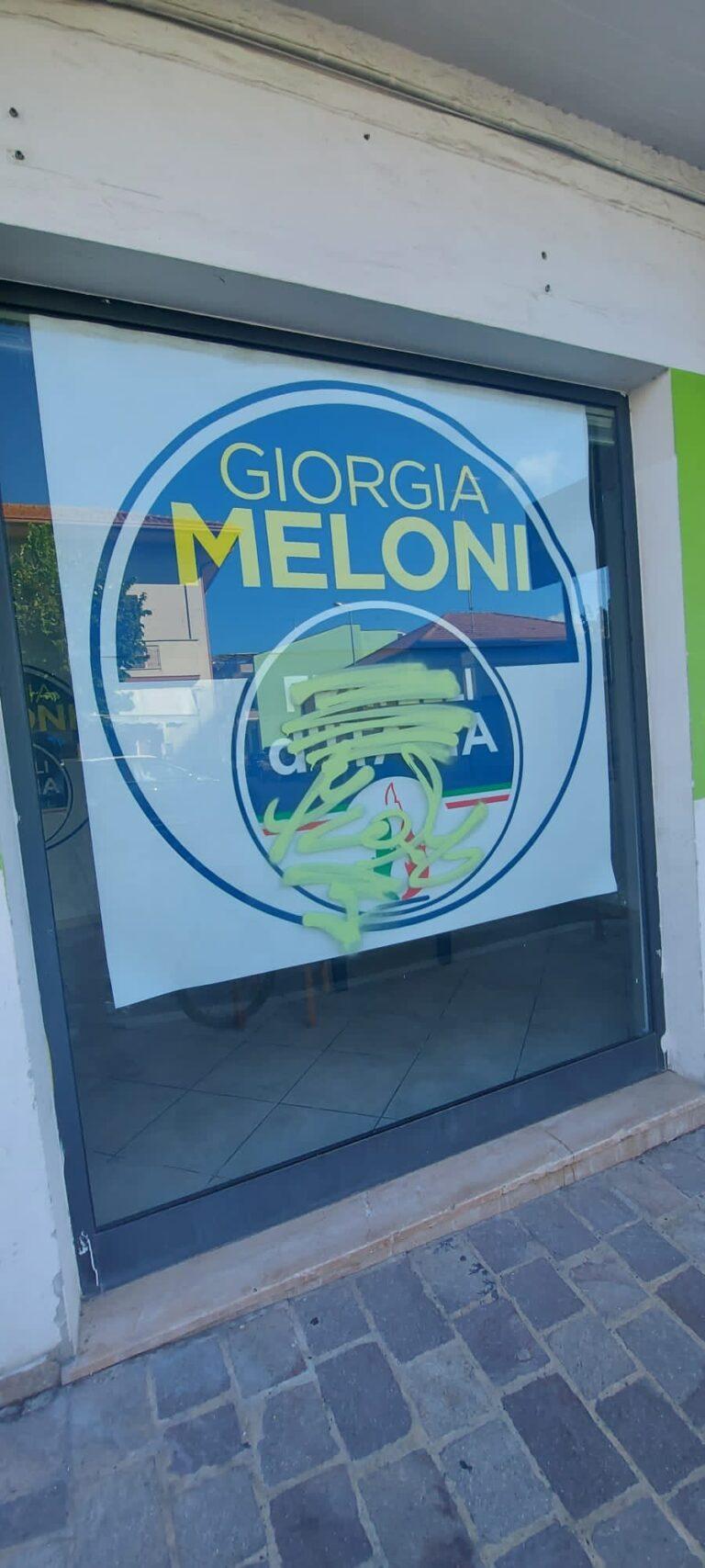Roseto, vandalizzata la nuova sede di Fratelli d'Italia