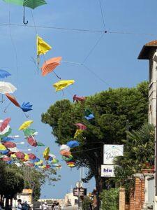 Giulianova, vento danneggia gli ombrellini FOTO