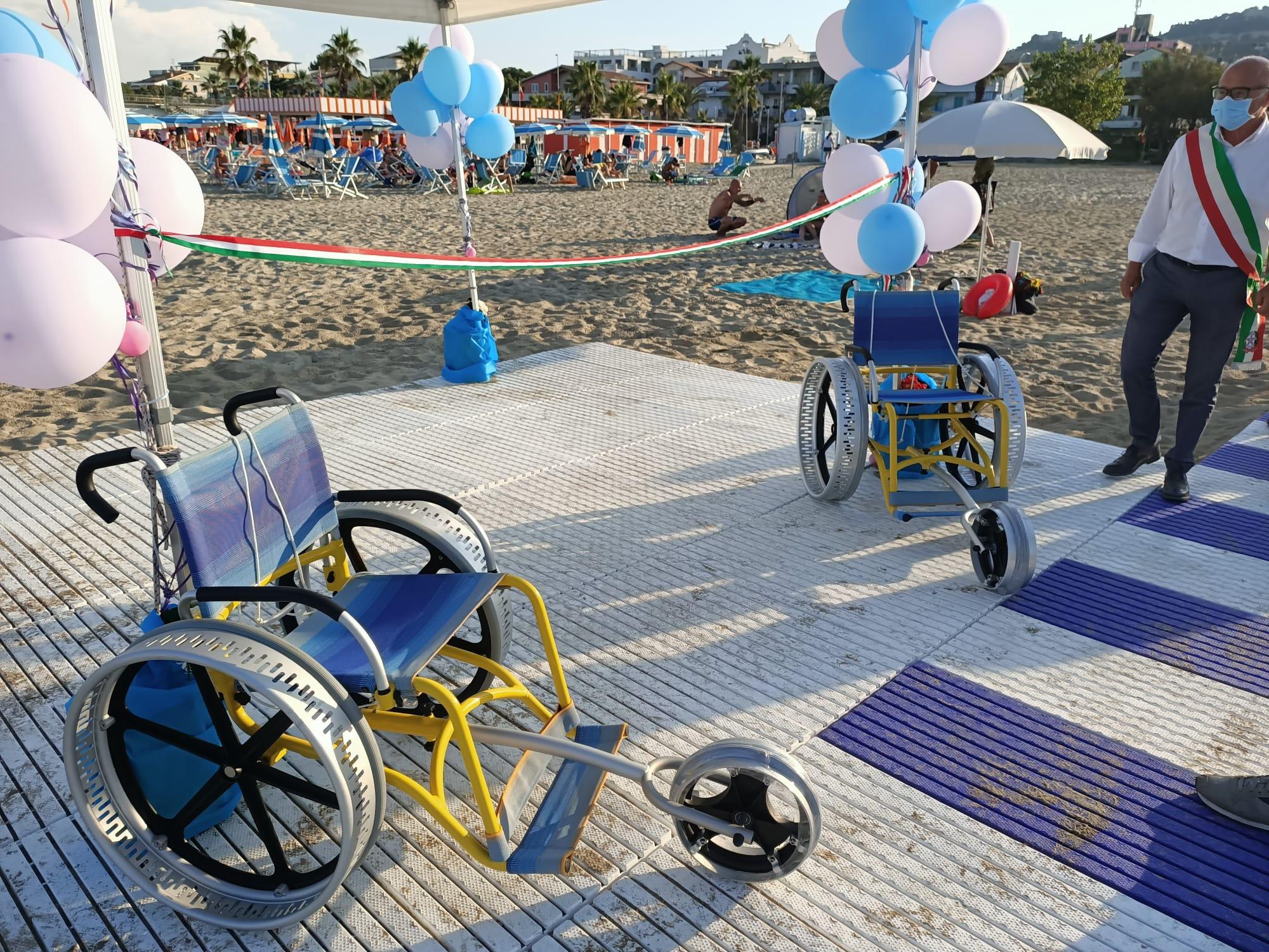 """Tortoreto, """"il mare per tutti"""": nasce una nuova postazione per i disabili FOTO"""