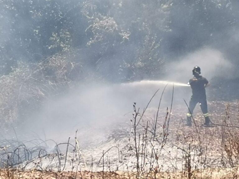 Campli, incendio Piancarani: fiamme su un fronte di 5 ettari FOTO VIDEO