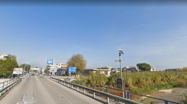 Alba Adriatica, cerca di bloccare il traffico e poi aggredisce i carabinieri: arrestata per lesioni