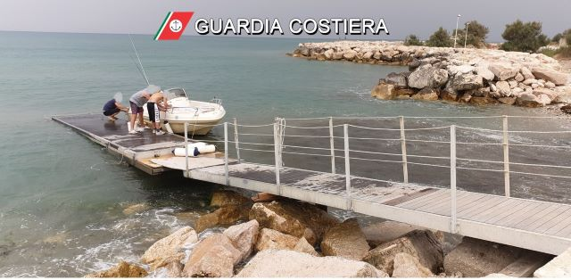 Pontile abusivo per l'ormeggio di barche a Fossacesia: scatta il sequestro della Guardia Costiera