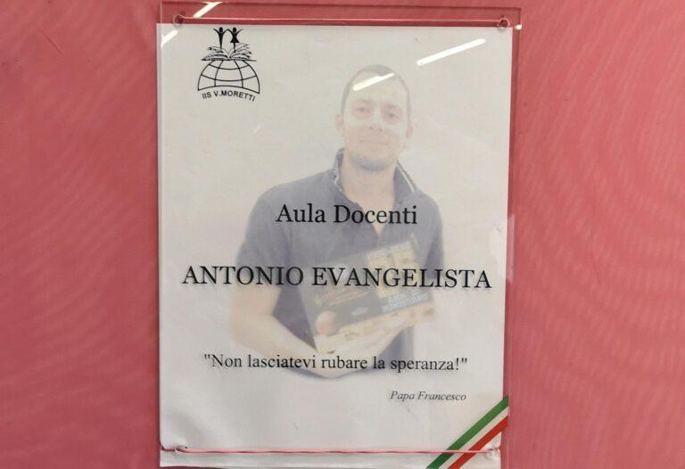 """Roseto, l'aula docenti del """"Moretti"""" intitolata al compianto professor Antonio Evangelista NOSTRO SERVIZIO"""