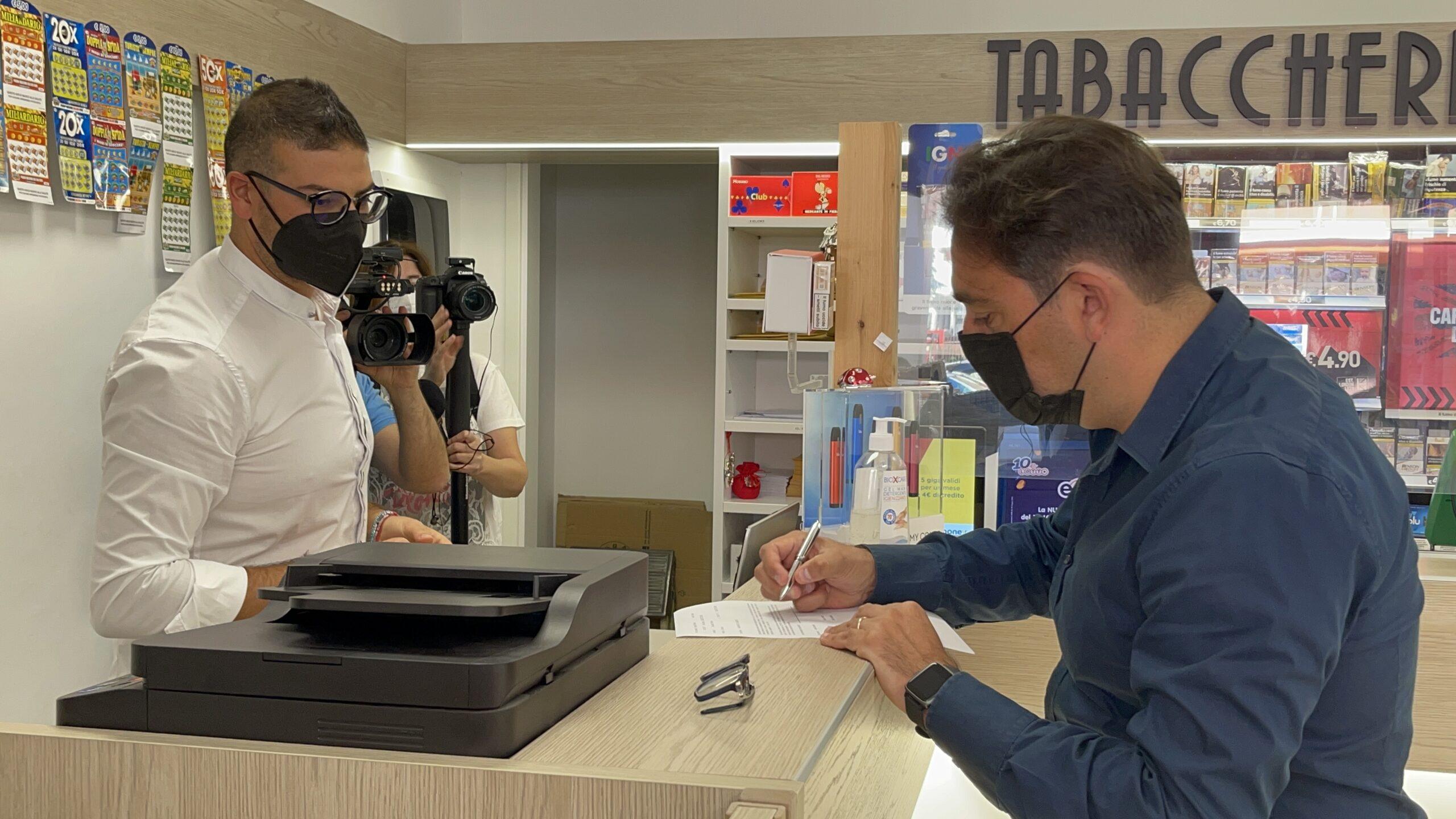 Teramo, i certificati anagrafici adesso si ritirano anche in tabaccheria FOTO VIDEO