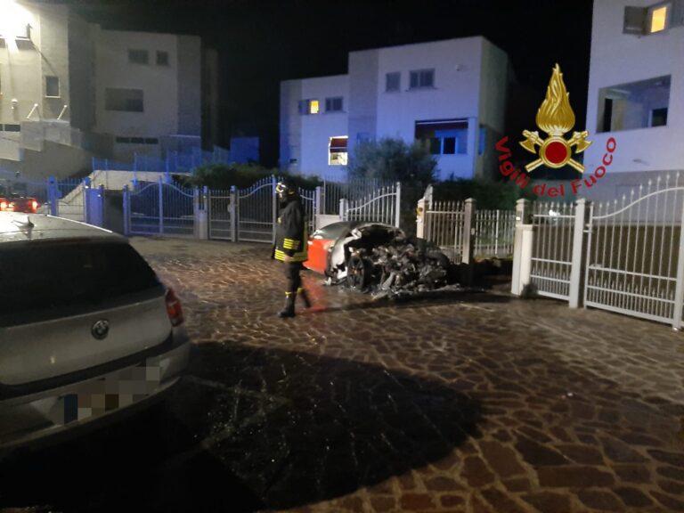 Pescara, ancora auto incendiate nella notte