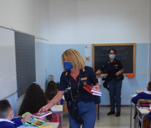 Il mio diario: la polizia consegna l'agenda agli studenti