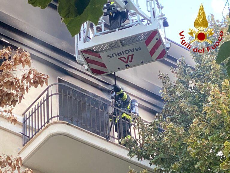 Pescara, appartamento a fuoco in pieno centro