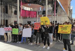 Teramo, la protesta degli studenti dell'Alessandrini-Marino FOTO