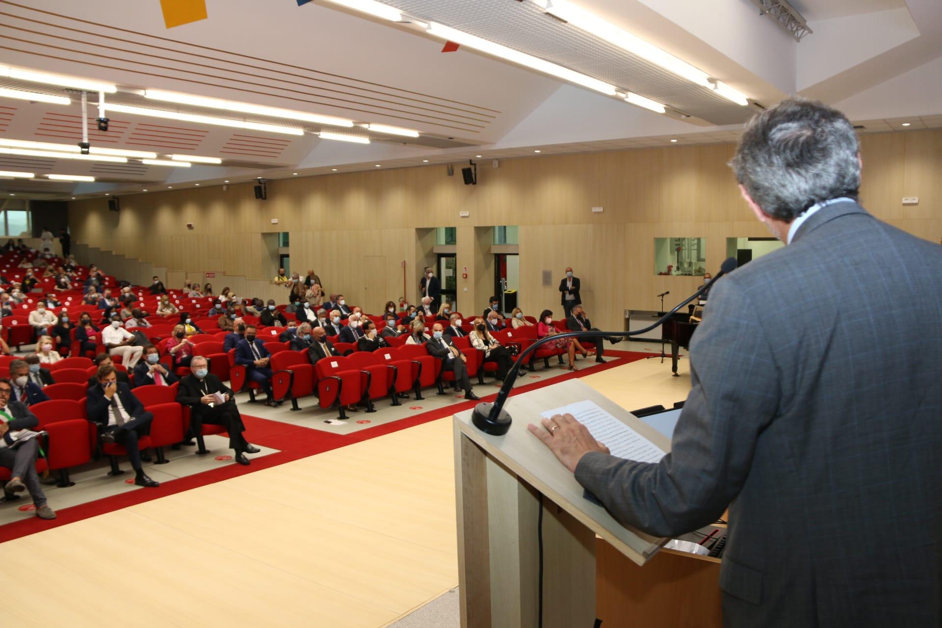Il segretario di Stato del Papa a Teramo per il IV Forum Internazionale del Gran Sasso