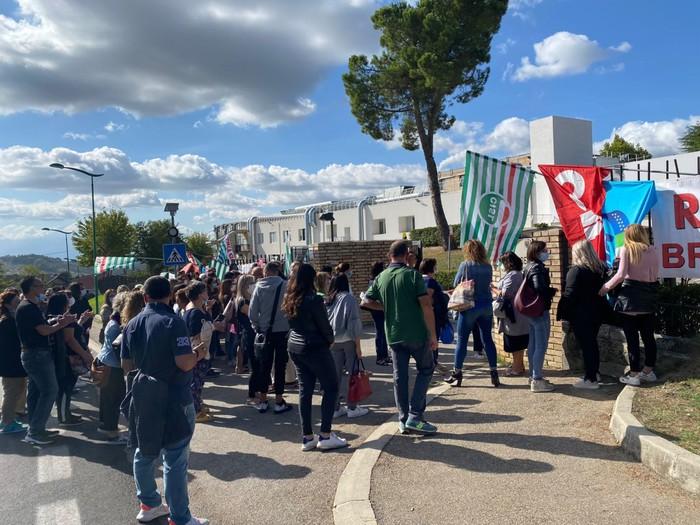 Penne, Brioni: sit-in prima dello sciopero