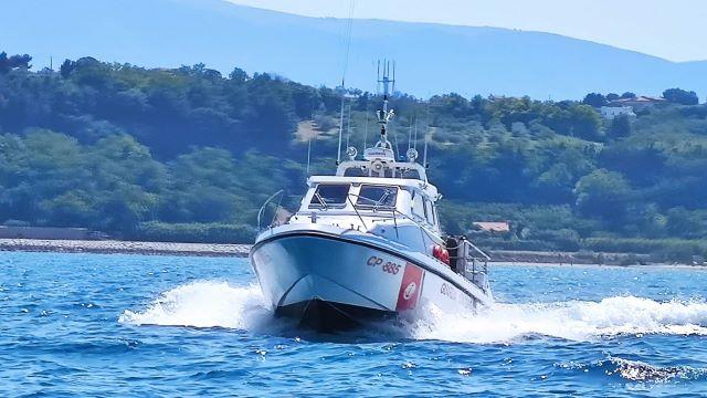 Malore a bordo di un peschereccio a 20 miglia dalla costa: intervengono Guardia Costiera di Ortona e 118