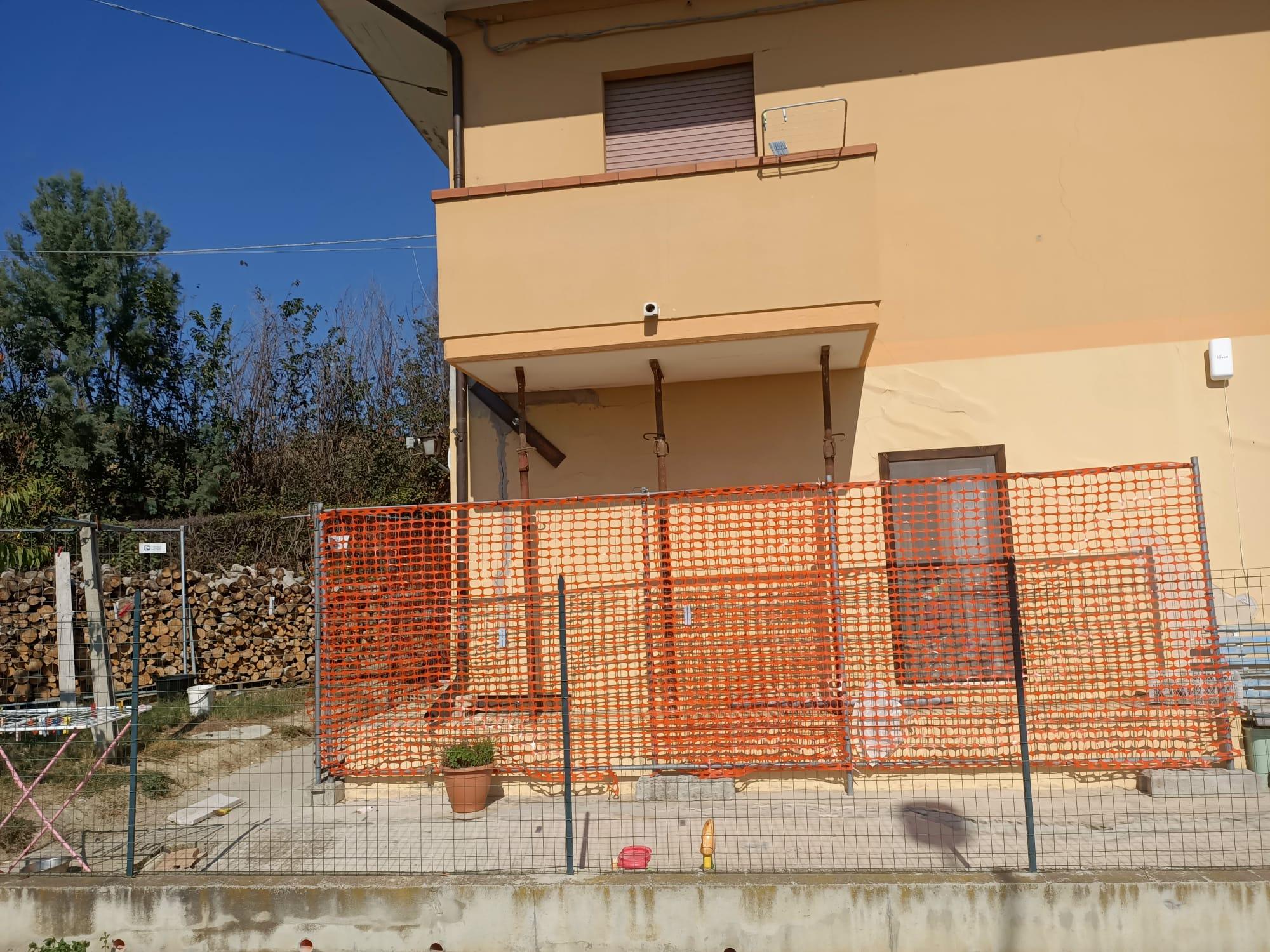 Buche e gradoni sulle strade a Poggio Morello: la protesta dei residenti FOTO VIDEO
