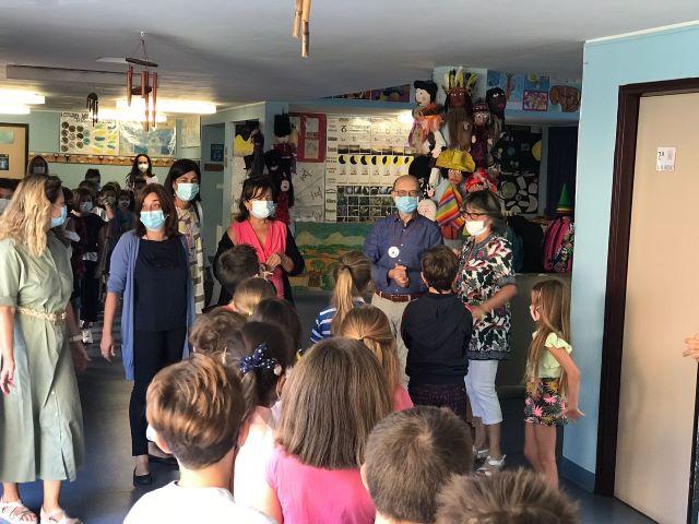 Chieti, il sindaco in via Bosio e alla Antonelli: per accoglie i ragazzi alla prima campanella